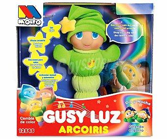 MOLTO Muñeco Blandito Gusy Luz Arcoiris con 2 nanas y luz arcoiris 1 Unidad