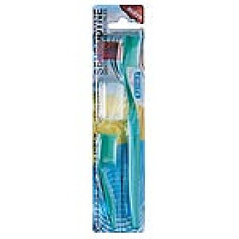 Sensodyne Cepillo dental protección total dientes y encías sensibles blister 1 unidad