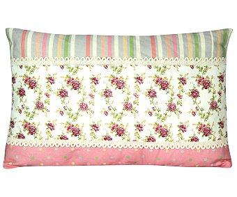Auchan Cojín con aplicación y estampado en tonos rosas con rayas y flores, 30x50 centímetros auchan