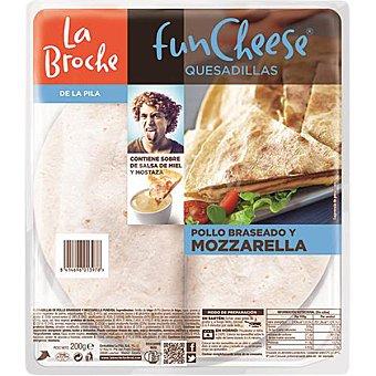 La Broche Quesadillas de pollo braseado y mozzarella con salsa especial envase 200 g Envase 200 g