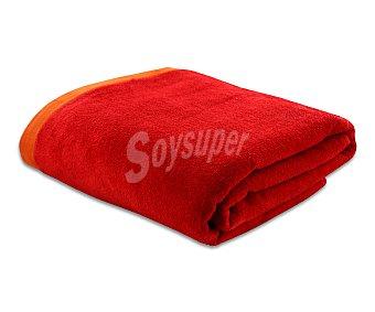 ACTUEL Toalla de playa lisa color rojo, bordes superior e inferior color naranja, 90x160 centímetros. Toallas con tejido velour 100% algodón y densidad de 360 gramos/m² 1 unidad
