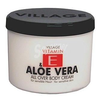 VILLAGE Crema corporal con aloe vera y vitamina E Tarro 500 ml