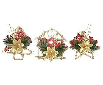 Actuel Colgante con estructura de rattan y formas de abeto, casa o estrella, decorados con flores y estrellas de colores dorados y rojos ACTUEL. Este producto dispone de distintos modelos o colores. Se venden por separado SE SURTIRÁN SEGÚN EXISTENCIAS