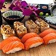 Nigiris y makis de salmón y queso 14 unidades bandeja 280 g bandeja 280 g Sushispot