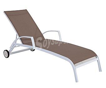 Garden star Tumbona multiposición para jardín. Fabricada en acero de color blanco, con resposabrazos, asiento y respaldo de textileno marrón y ruedas para un como transporte 1 unidad