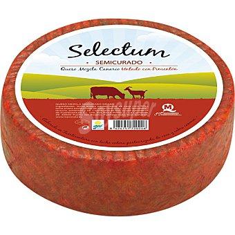 SELECTUM Queso mezcla semicurado untado con pimentón Pieza de 1,1 kg