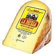 Queso semicurado elaborado con leche cruda D.O.P. Mahón-Menorca cuña 250 g La Payesa