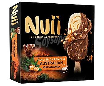 Nuii Bombón helado de vainilla y caramelo salado, recubierto de chocolate con leche y nueces de macadamia 3 x 90 ml
