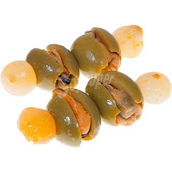 Aperitivos La Real Aceitunas seleccionadas variedad gordal rellenas de mejillón con cebollita, pimiento, vinagre, sal, pimentón y especias 100 gramos