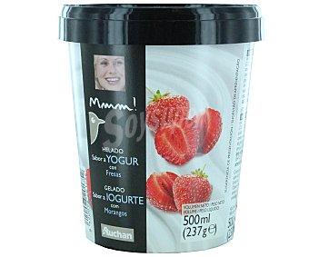 Mmm Auchan Helado con sabor a yogur con fresas 500 mililitros