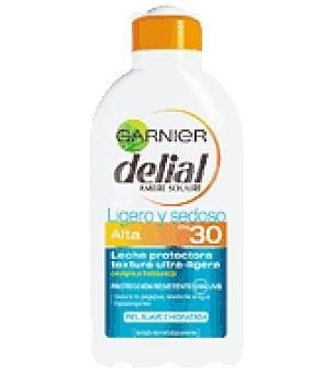Delial Garnier Leche solar ligero y sedoso factor de protección 30 Bote de 200 ml
