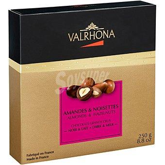 Valrhona Bombones de chocolate con leche y chocolate negro de almendra y avellana estuche 250 g estuche 250 g