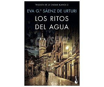 Editorial Booket Los ritos del agua, EVA garcía sáenz. Género: policiaca. Editorial Booket.