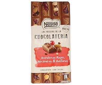 NESTLÉ Chocolate con leche arándanos y avellanas 195 g