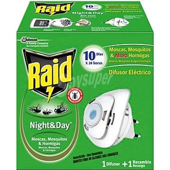 Raid Insecticida eléctrico Night & Day moscas mosquitos & hormigas aparato + recambio