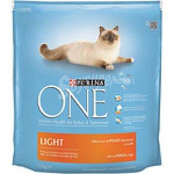 One Purina Alimento light especial para gatos rico en pollo y trigo  paquete 1,5 kg