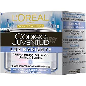 Código Juventud L'Oréal Paris Crema hidratante de día luz radiante unifica & ilumina Tarro 50 ml