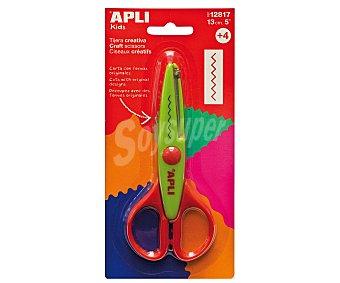 APLI Tijera de 13 centímetros y de color verde con corte en zigzag, ideal para realizar tus creaciones en goma EVA 1 unidad