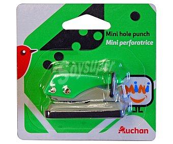 Auchan Mini perforador de 1 agujero y divertidos colores auchan. Este producto dispone de distintos modelos o colores. Se venden por separado SE surtirán según existencias 1 agujero