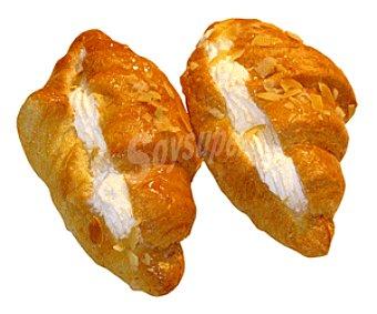 Bolleria Croissant relleno de nata (masa hojaldrada con margarina rellena de nata) 2 unidades