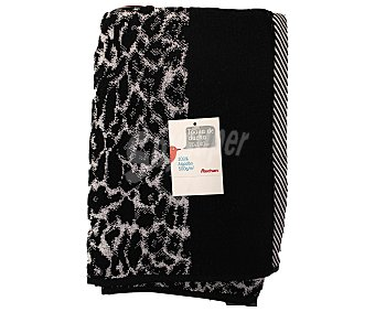 Auchan Toalla para ducha, hilo tintado color negro con estampado, 500 gramos/m², 70x140 centímetros 1 Unidad