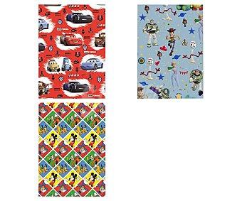 Producto Alcampo Rollo de papel de regalo Mickey, Toy Story o Cars 5 metros, Alcampo.