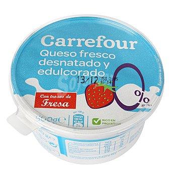 Carrefour Queso fresco 0 % con trozos de fresa 500 g