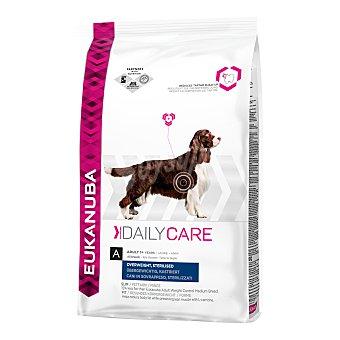 Eukanuba Pienso para perros adultos pequeños, medianos y grandes Eukanuba Daily Care sobrepeso/esterilizado pollo y pavo 2,5 Kg