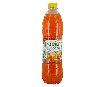 Auchan Refresco tropical sin gas, botella de 1,5 litros 1,5L