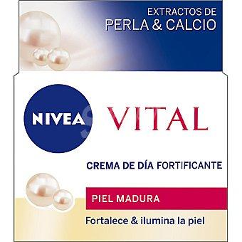 Nivea crema hidratante de día fortificante con extractos de Perla & Calcio para piel madura Vital tarro 50 ml