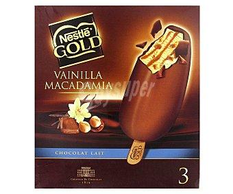 Gold Nestlé Bombón helado de vainilla con nuez de macadamia y caramelo estuche 300 ml 3 unidades
