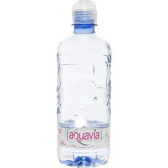 AQUAVIA Agua mineral natural de mineralizacion debil botella 50 cl con tapon Sport Botella 50 cl