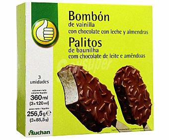 Productos Económicos Alcampo Bombón Helado de vainilla con cobertura de chocolate con leche y almendras Pack 3 Unidades de 120 Mililitros